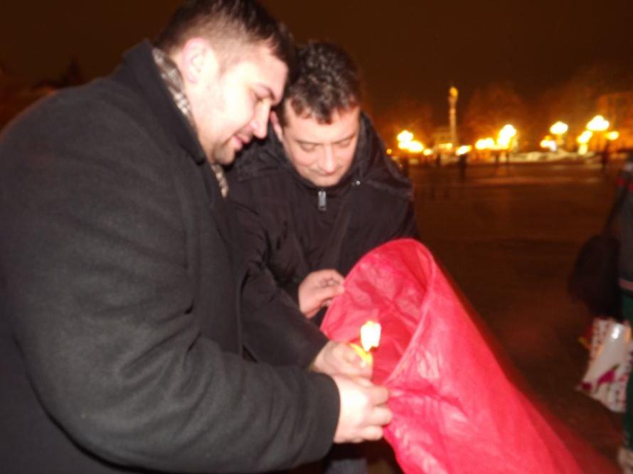 Тернополяни запалили свічки у небі – запуск ліхтариків на Театральному майдані (фото, відео), фото-6