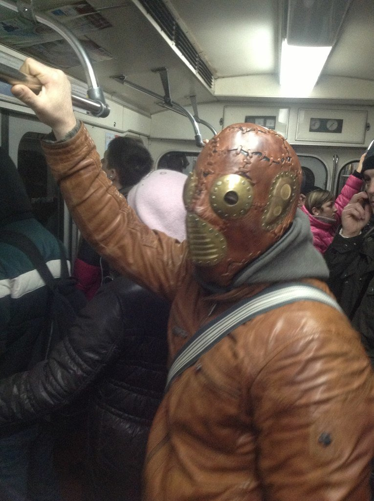 в маске 2