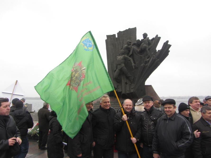 На набережную Днепропетровска вывели солдат и бронетехнику (ФОТОРЕПОРТАЖ), фото-3