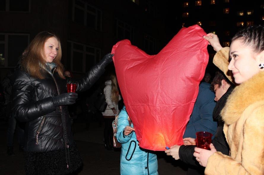 В Луганске зажгли большое огненное сердце (ФОТО), фото-1