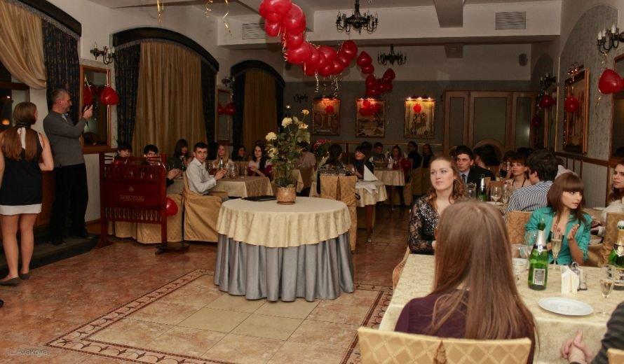 Ялтинские студенты отметили День святого Валентина, фото-1