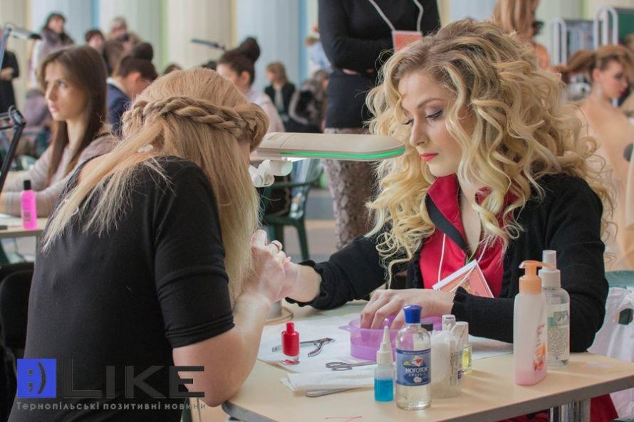 До Тернополя завітало понад 70 перукарів, щоб показати свою майстерність (фото), фото-1