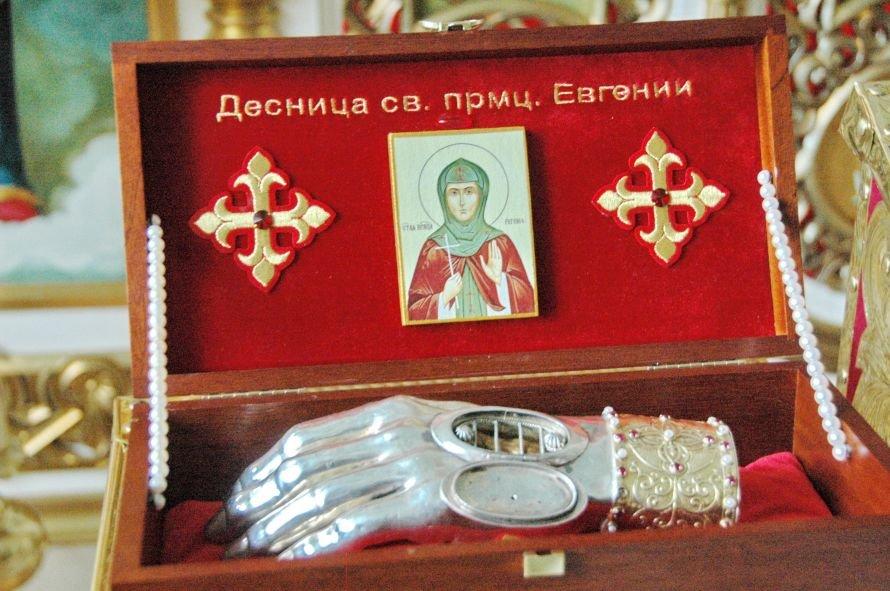 В Днепропетровск привезли десницу римской мученицы, фото-1