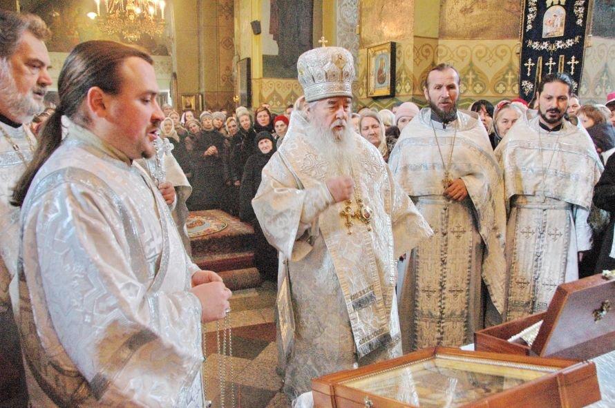 В Днепропетровск привезли десницу римской мученицы, фото-2