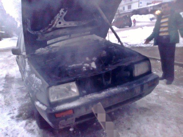 У Тернополі просто на вулиці загорівся автомобіль (фото), фото-1