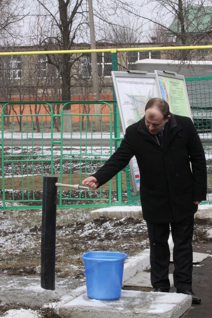 Днепропетровский губернатор напоил синельниковцев водой (ФОТО), фото-3