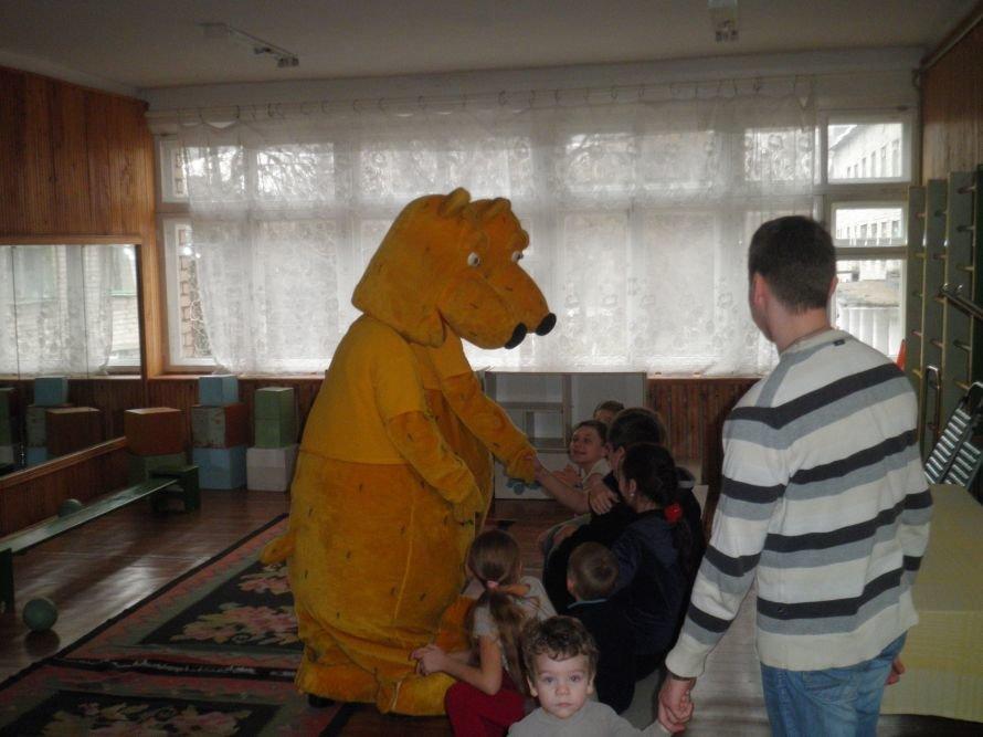 Медведи Гризли навестили больных детей, фото-1