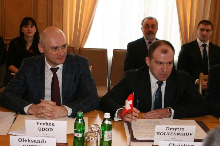 Швейцарцы приехали в Днепропетровск поговорить о будущем, фото-2