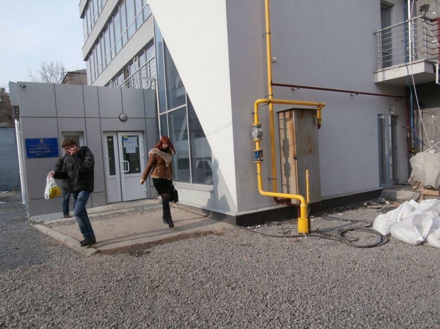 Итоги реорганизации БТИ: чтобы переоформить земельный участок или квартиру, харьковчане вынуждены занимать очередь в 2 часа ночи (фото) (фото) - фото 4