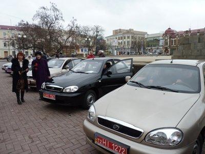 Напередодні Дня Захисника Вітчизни голова облдержадміністрації вручив інвалідам війни ключі від восьми нових автомобілів, фото-1