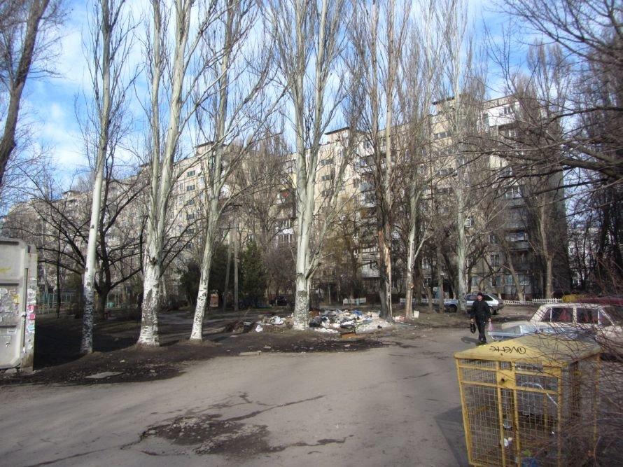 В Днепропетровске возле жилого дома появилась свалка (ФОТО), фото-1