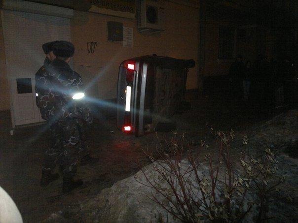 В Гомеле BMW вылетел на тротуар и опрокинулся (ФОТО, ВИДЕО), фото-1