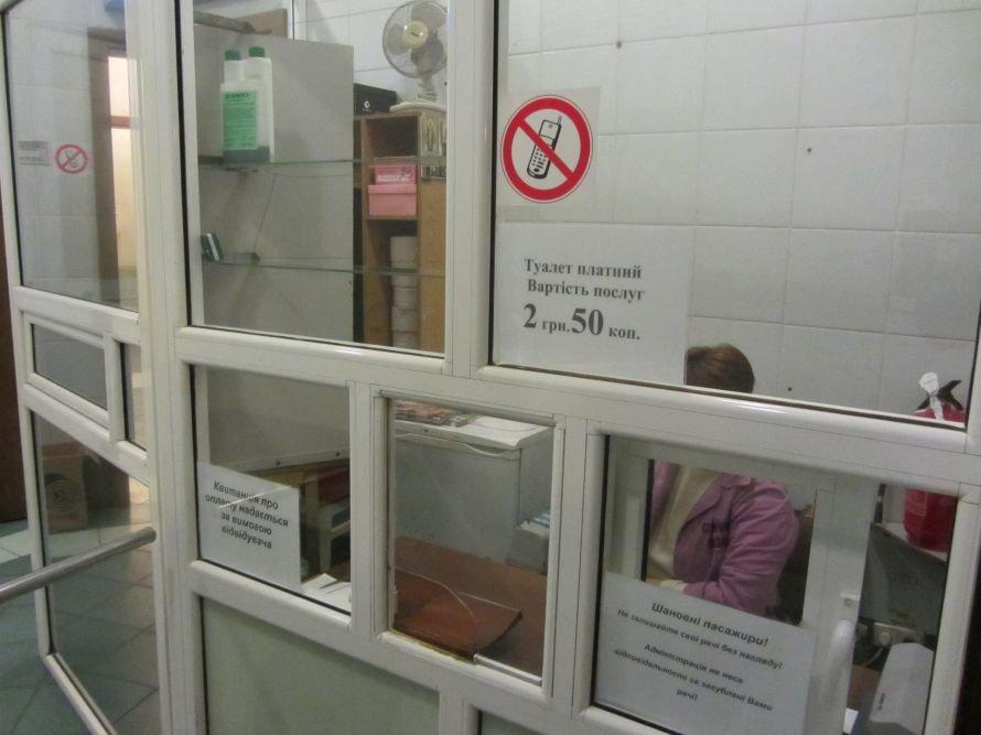 Из-за бомжей туалеты на вокзалах снова стали платными, фото-1