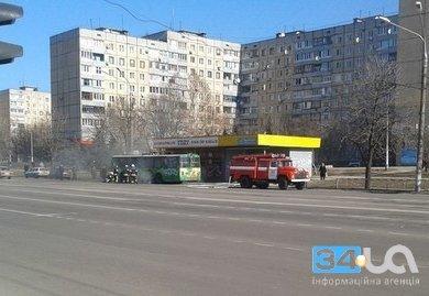 В Кривом Роге во время движения загорелся троллейбус с пассажирами (ФОТО), фото-1