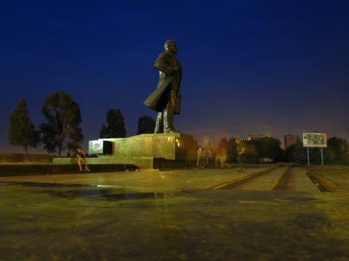 В Мариуполе коммунисты возьмут под охрану памятники Ленину, фото-1