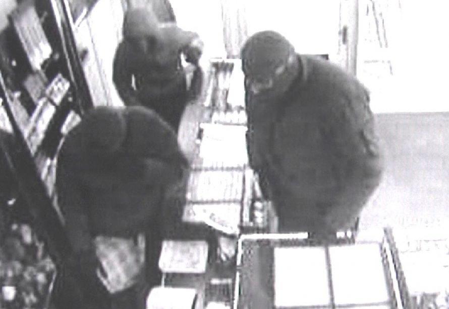 Тернопільські правоохоронці розшукують розбійників, які вчинили розбійний напад в магазині «ЗОЛОТО» (фото), фото-1
