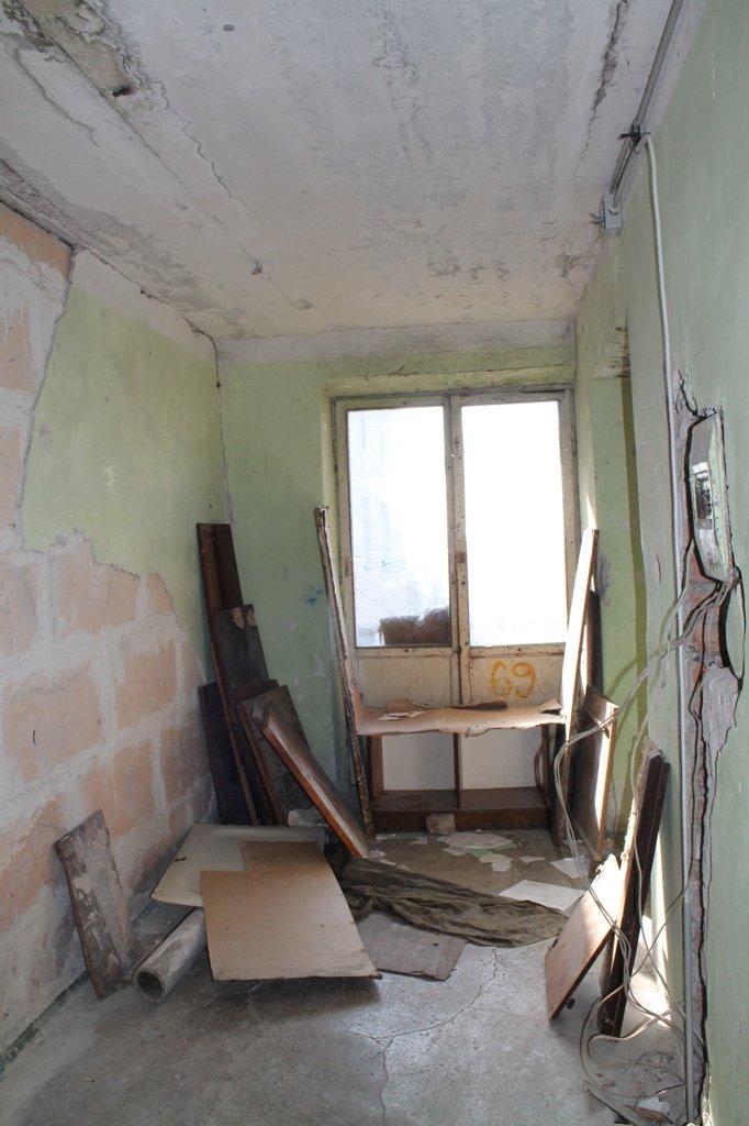 Эксклюзив сайта 06274: во что превратились коридоры самого убитого общежития в Артемовске, фото-2
