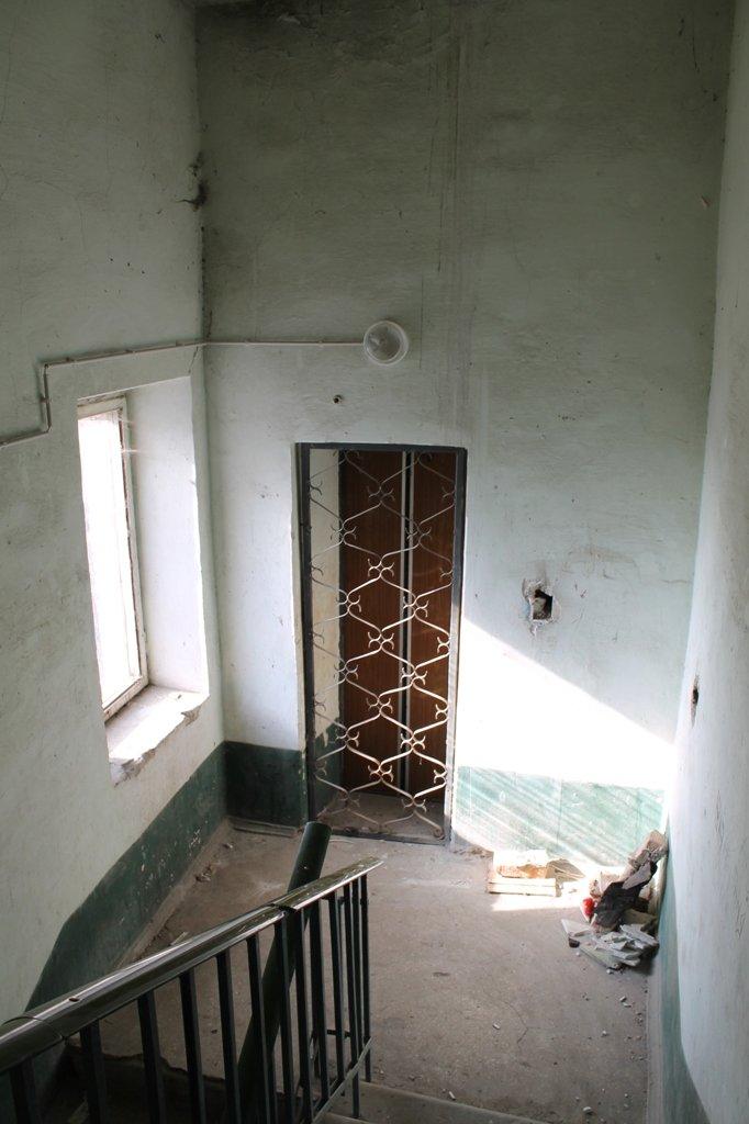 Эксклюзив сайта 06274: во что превратились коридоры самого убитого общежития в Артемовске, фото-3