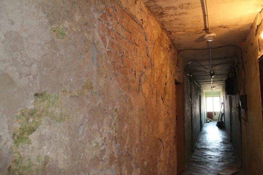 Эксклюзив сайта 06274: во что превратились коридоры самого убитого общежития в Артемовске, фото-7