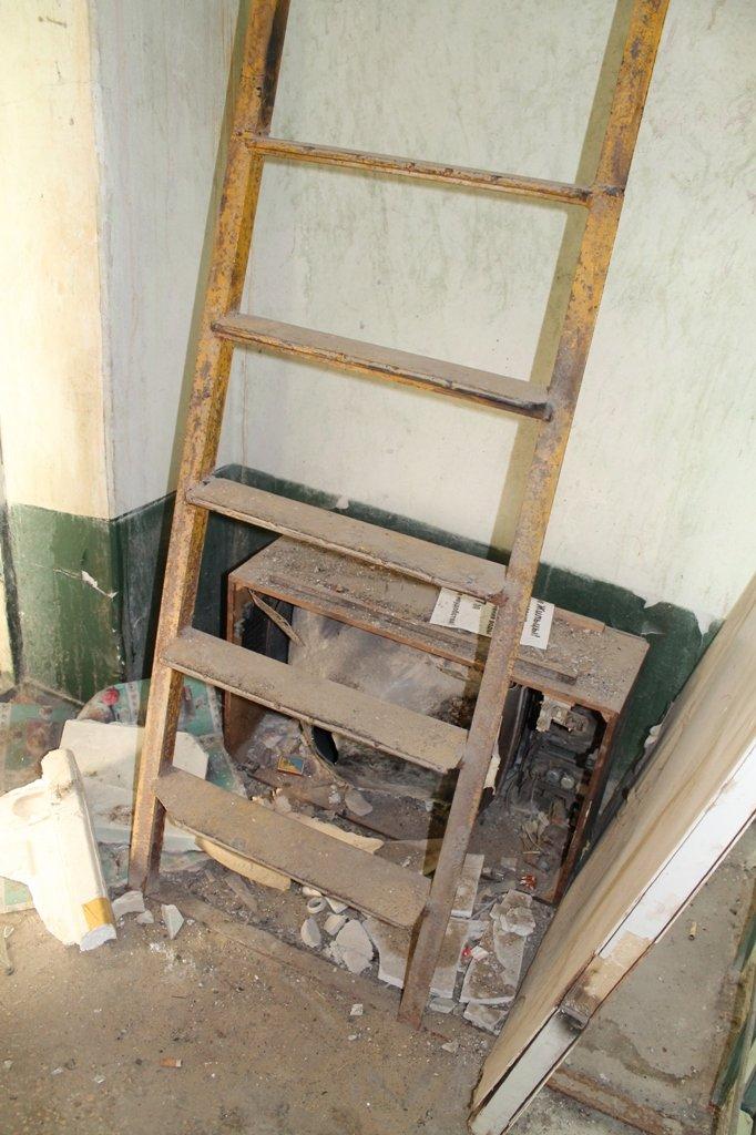 Эксклюзив сайта 06274: во что превратились коридоры самого убитого общежития в Артемовске, фото-4