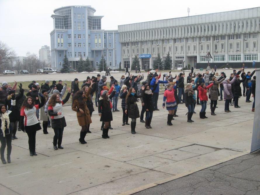 В Сумах на площади Независимости станцевали «Gangnam style», фото-1