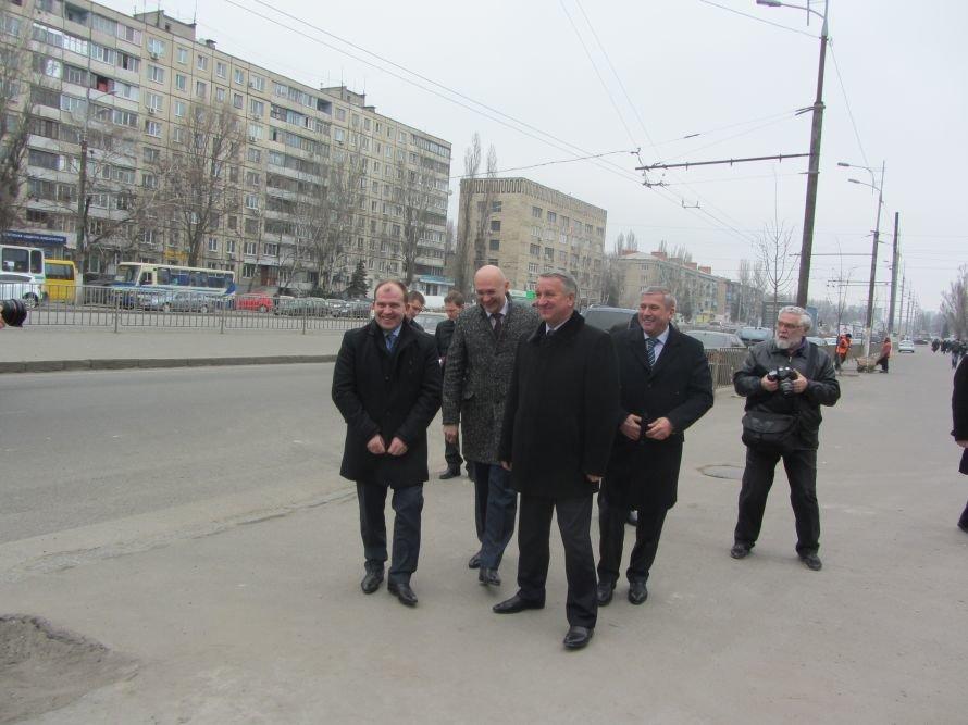 Перед приездом губернатора днепропетровские коммунальщики заметают следы (Фото), фото-1