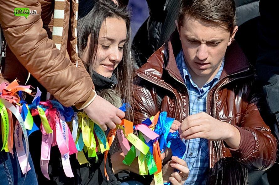 В Луганске студенты ЛНУ провели необычный флешмоб (ФОТО), фото-4