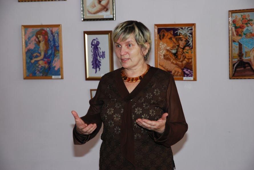 Руководитель  клуба «Фантазия» Надежда Петровна Смольникова(1)