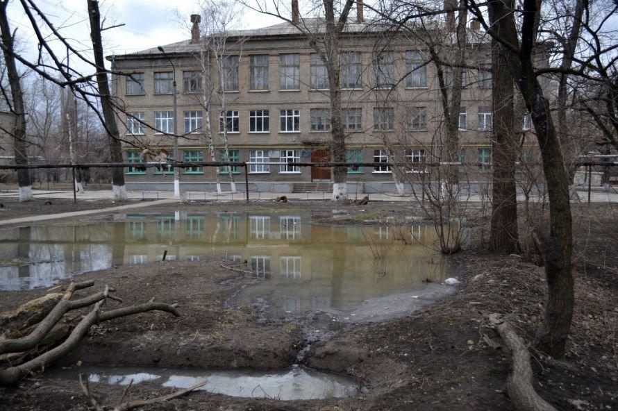 Луганчане выражают «благодарность» мэру за вонючее озеро в своем дворе (ФОТО), фото-1