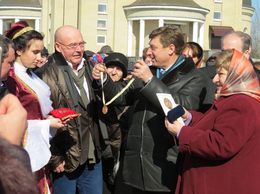 Под Мариуполем известный бизнесмен Николай Агурбаш принял участие  в освящении строительства колокольни (ФОТО), фото-1