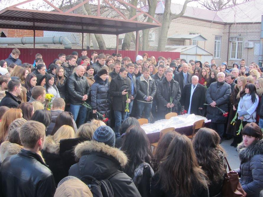 В Днепропетровске попрощались с погибшим студентом-медиком (Обновлено), фото-1