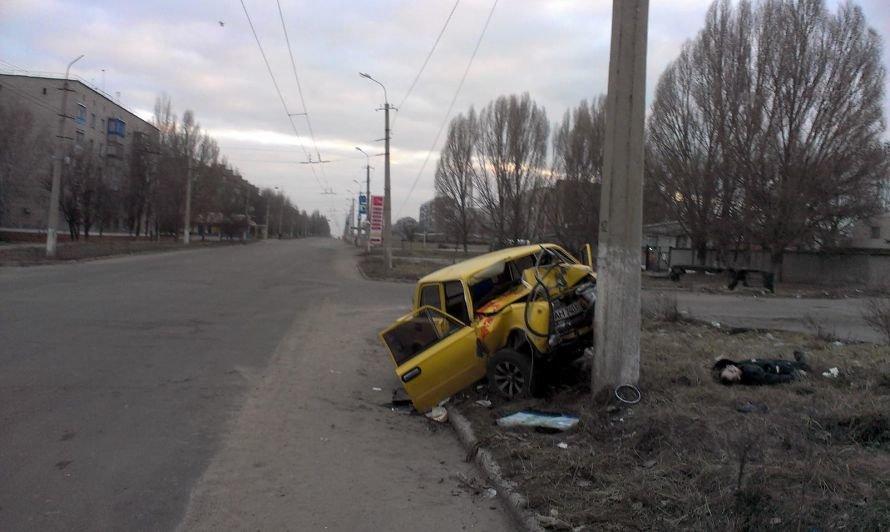 В Донецкой области в ДТП за выходные погибло два водителя и один пешеход (фото), фото-1