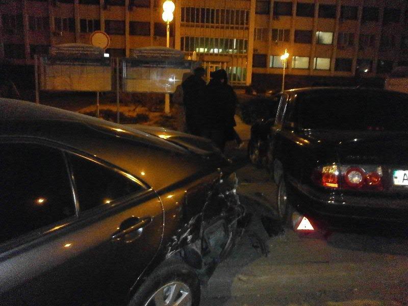 В Мариуполе под стенами горсовета снова случилось ДТП  (Фото), фото-2