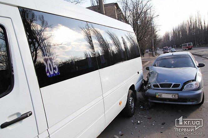 Очередной маршрутчик в Кривом Роге попал в ДТП из-за 3-х грн., стоящих на дороге (ФОТО ОБНОВЛЕНО), фото-4