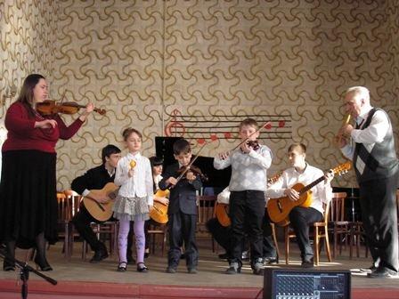 Творческие коллективы горловской музыкальной школы №1 демонстируют исполнительское мастерство, фото-2