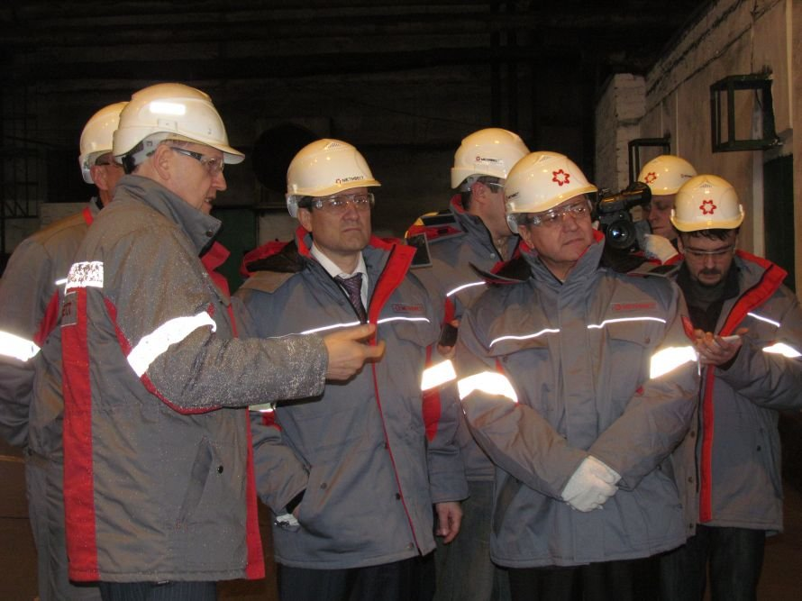 В Мариуполе губернатора Донетчины завезли на законсервированную аглофабрику (ФОТО), фото-3