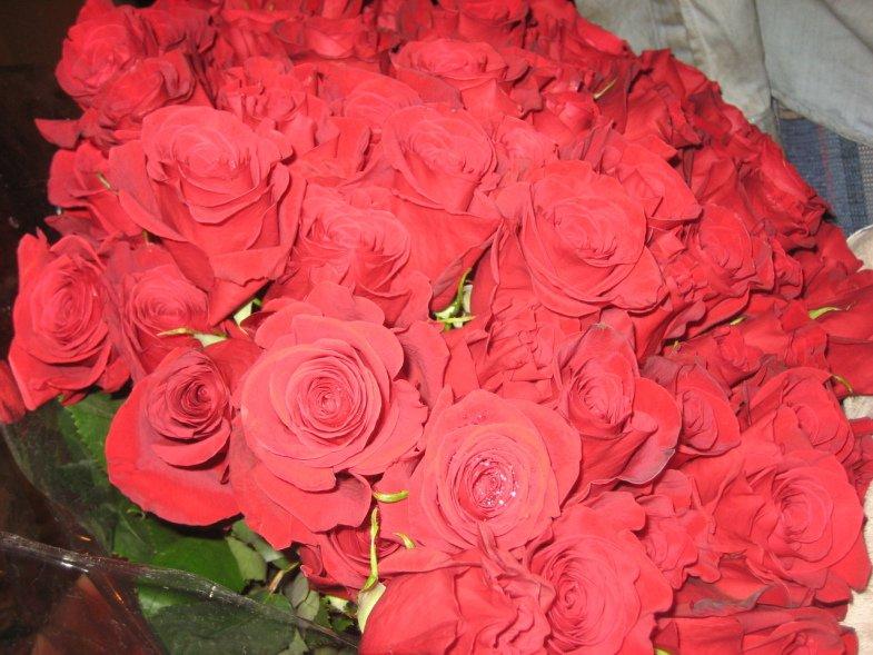 За три дня до 8 марта цветы в Горловке подорожали на 10%, фото-1