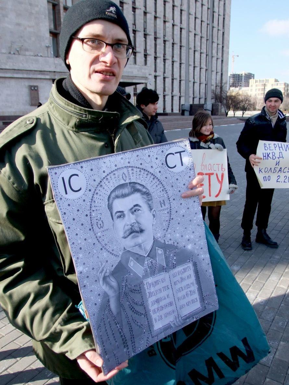В Донецке «воскресший» Сталин пил «кровь» бандеровцев (фото), фото-3