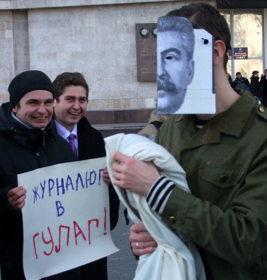 В Донецке «воскресший» Сталин пил «кровь» бандеровцев (фото), фото-4