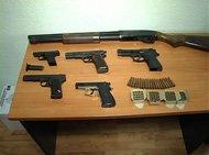 Житель Макеевки хранил дома пять пистолетов, помповое ружье и триста патронов, фото-1