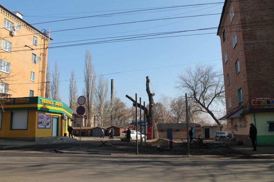 В Артемовске неизвестные начали реконструкцию остановки, фото-1