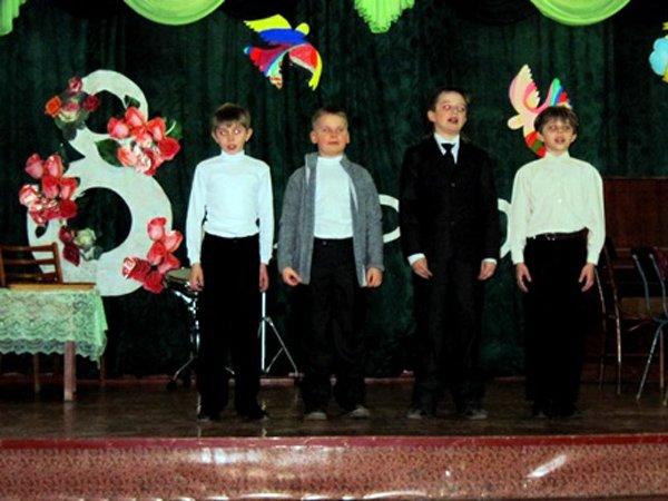 Для мам и бабушек воспитанники горловского филиала школы искусств устроили концерт, фото-8