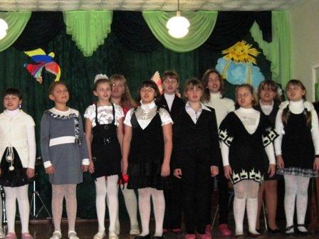 Для мам и бабушек воспитанники горловского филиала школы искусств устроили концерт, фото-5