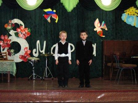 Для мам и бабушек воспитанники горловского филиала школы искусств устроили концерт, фото-4