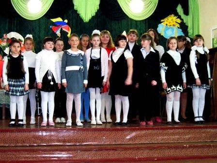 Для мам и бабушек воспитанники горловского филиала школы искусств устроили концерт, фото-7