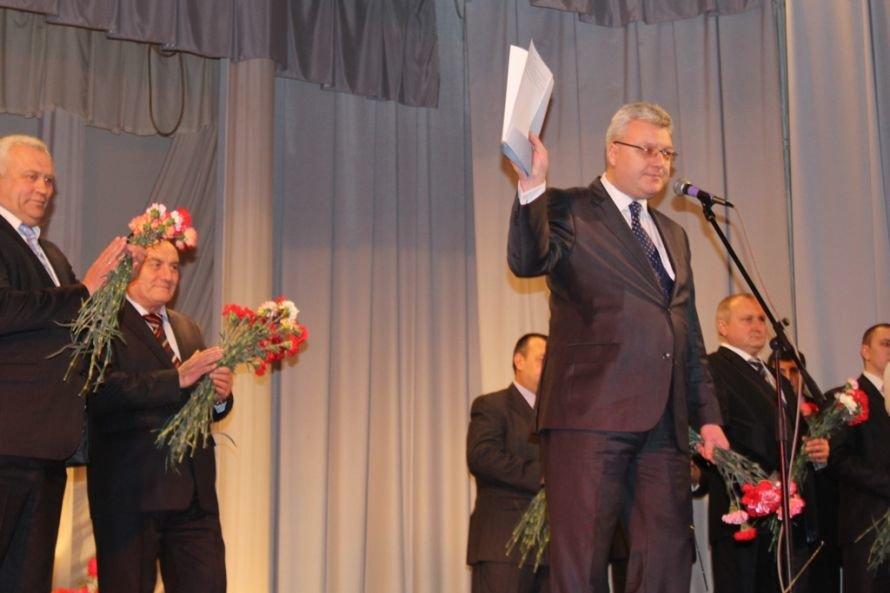 Дарите женщинам цветы: на праздничных концертах к 8 Марта Сергей Клюев подготовил женщинам сюрпризы, фото-1