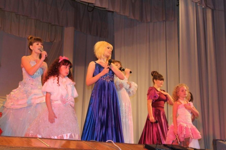 Дарите женщинам цветы: на праздничных концертах к 8 Марта Сергей Клюев подготовил женщинам сюрпризы, фото-6
