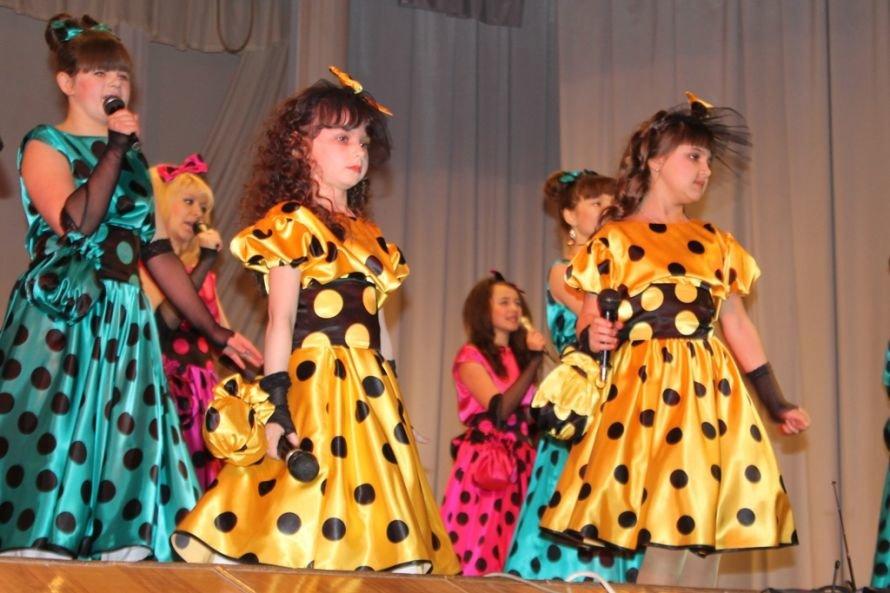 Дарите женщинам цветы: на праздничных концертах к 8 Марта Сергей Клюев подготовил женщинам сюрпризы, фото-5