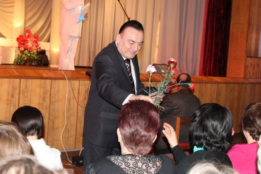 Дарите женщинам цветы: на праздничных концертах к 8 Марта Сергей Клюев подготовил женщинам сюрпризы, фото-2