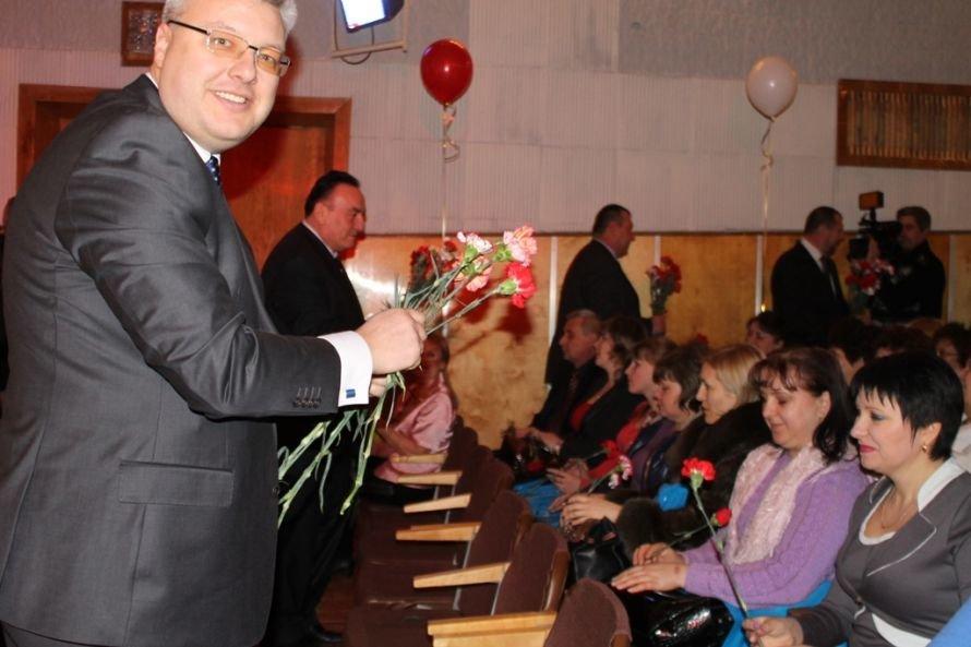 Дарите женщинам цветы: на праздничных концертах к 8 Марта Сергей Клюев подготовил женщинам сюрпризы, фото-3